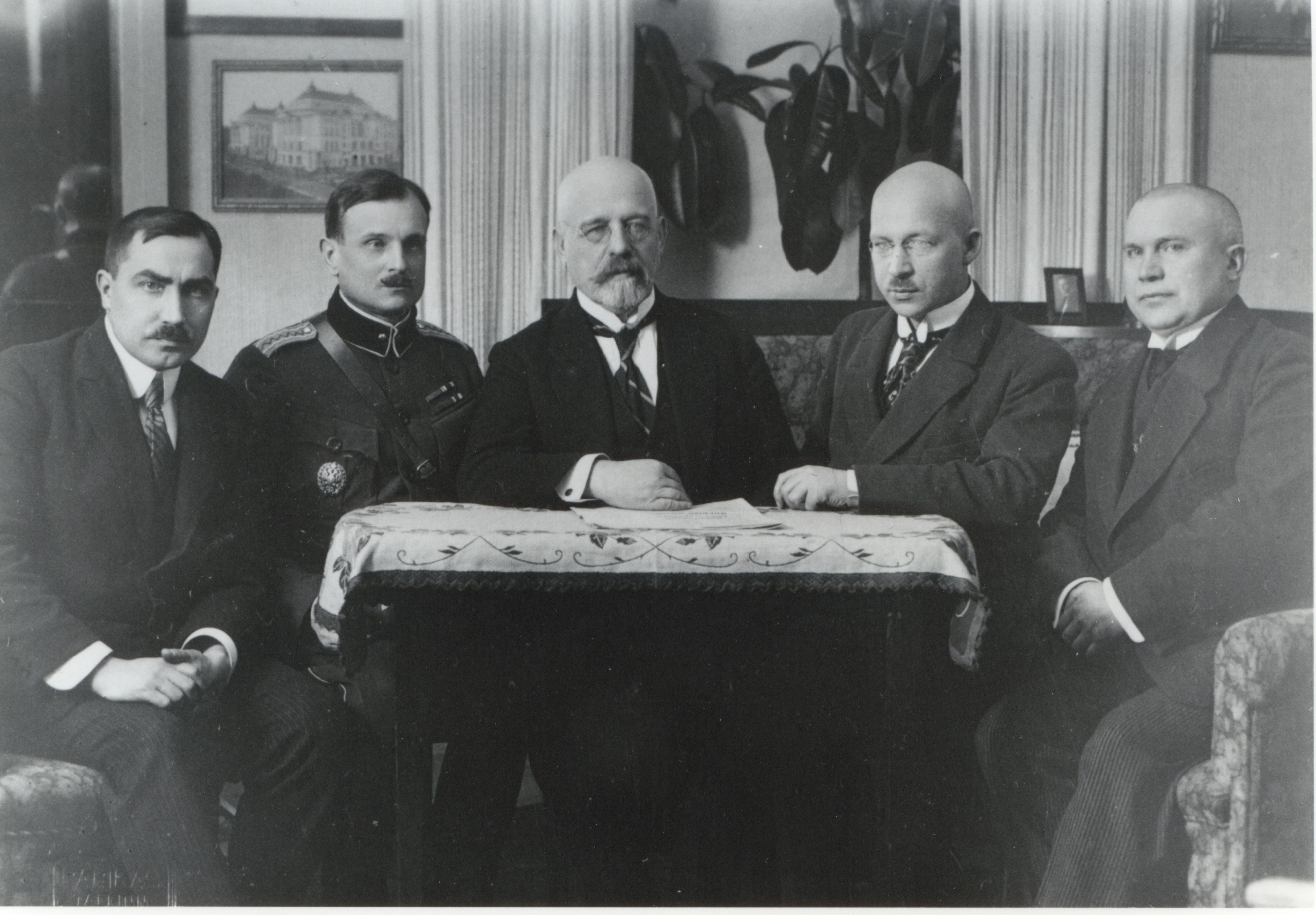 The delegation of the Tartu Peace Treaty. From the left: Ants Piip, Major General Jaan Soots, Chairman of the peace delegation Jaan Poska, Julius Seljamaa, Mait Püüman