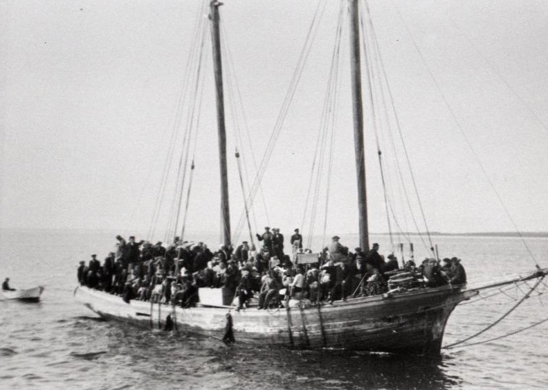 Estonian Swedes leaving Estonia for Sweden on 28 August 1944.