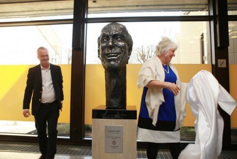 The bronze bust of Lennart Meri was unveiled at the Foreign Ministry